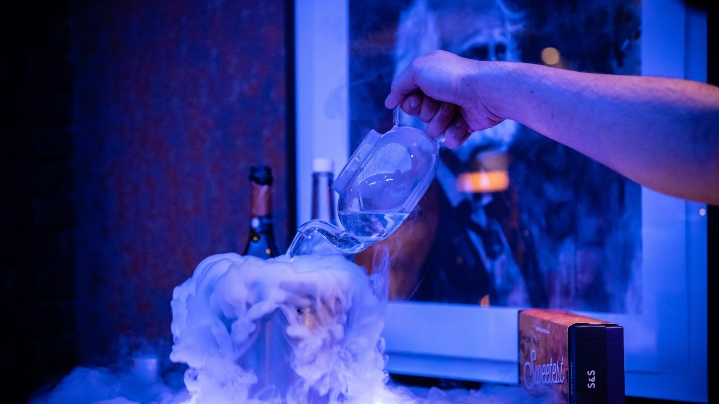 Fabulous cocktails with dry ice